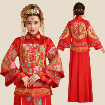 伝統的なチャイナドレスもあります。